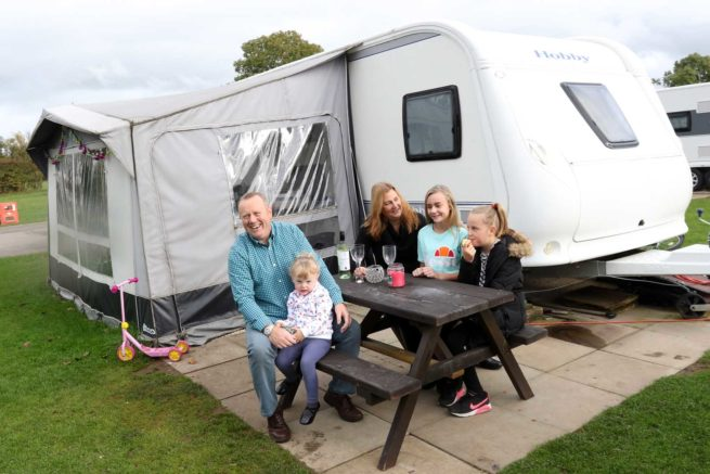 touring-camping-family